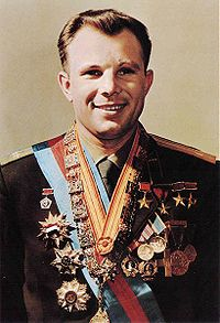 200px-Yuri_Gagarin_official_portrait